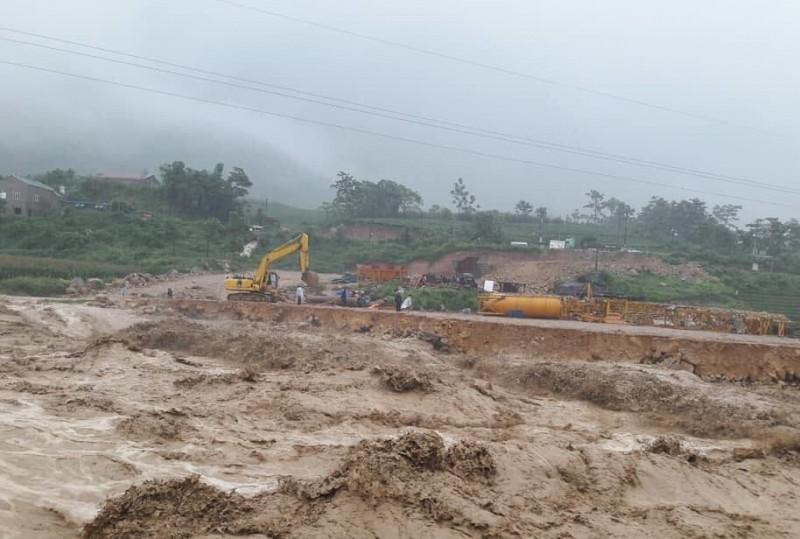 BIDV hỗ trợ hơn 300 triệu đồng tới gia đình thiệt hại do mưa lũ