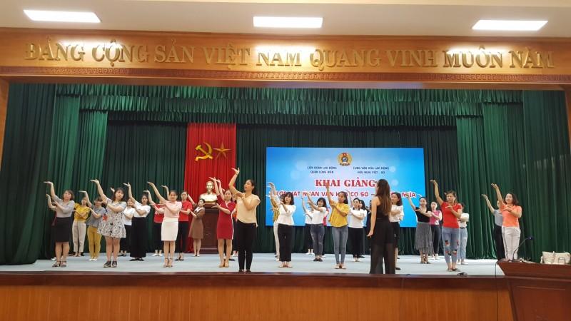LĐLĐ quận Long Biên khai giảng lớp hạt nhân văn hóa cơ sở