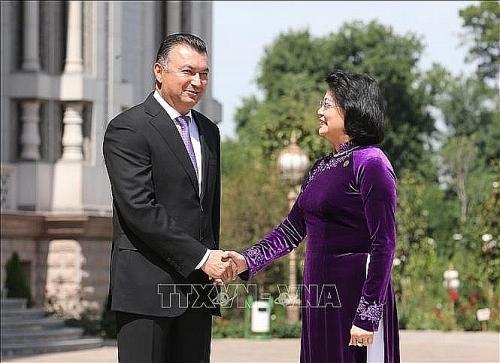 Phó Chủ tịch nước Đặng Thị Ngọc Thịnh tiếp xúc song phương với lãnh đạo các nước