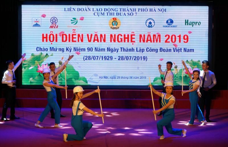 Tưng bừng Hội diễn văn nghệ CNVCLĐ Cụm thi đua số 7 LĐLĐ Thành phố Hà Nội