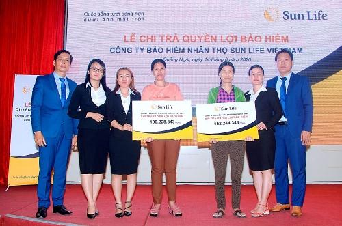 Chi trả quyền lợi bảo hiểm hơn 342 triệu đồng tới khách hàng tại Quảng Ngãi