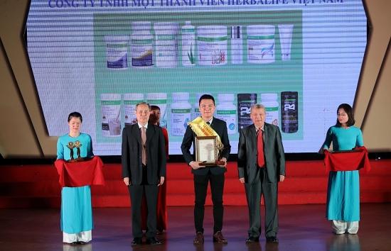 """Herbalife Việt Nam nhận Giải thưởng """"Sản phẩm vàng vì sức khỏe cộng đồng năm 2020"""""""