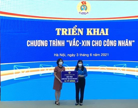 """Liên đoàn Lao động thành phố Hà Nội ủng hộ 12 tỷ đồng tới Chương trình """"Vắc xin cho công nhân"""""""