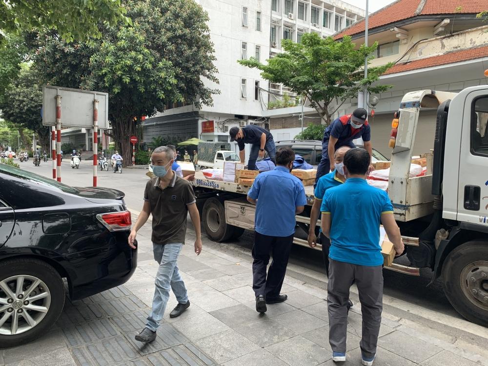 Trao quà trị giá 50 triệu đồng tiếp sức công nhân lao động tỉnh Bắc Giang chống dịch
