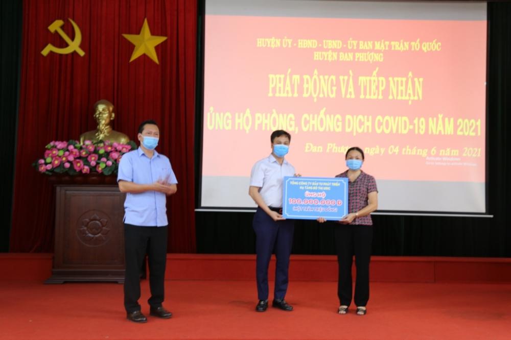 Tổng Công ty UDIC ủng hộ 300 triệu đồng vào Quỹ phòng, chống dịch Covid-19 của Thành phố
