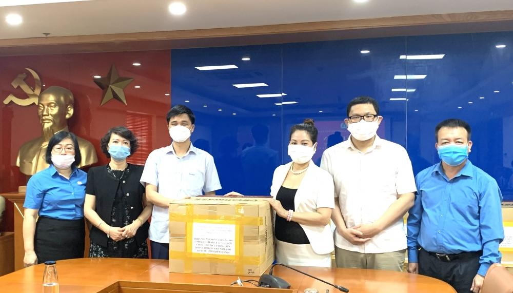 Tổng Liên đoàn Lao động Việt Nam tiếp nhận 25.000 khẩu trang ủng hộ công nhân lao động