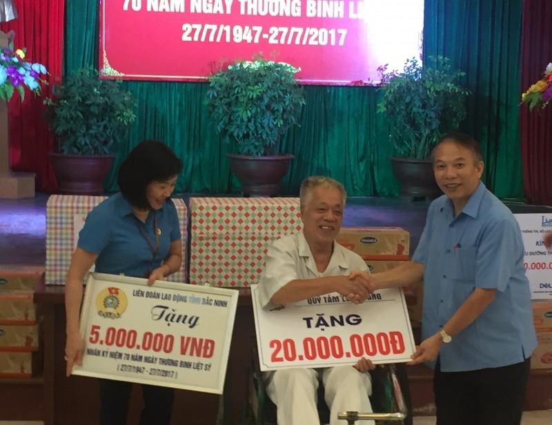 Lãnh đạo Tổng LĐLĐ Việt Nam thăm, tặng quà thương bệnh binh tại Bắc Ninh