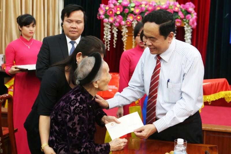 Người dân Việt Nam luôn khắc ghi cống hiến của người có công
