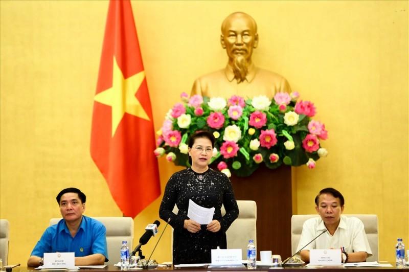 Chủ tịch Quốc hội gặp gỡ 70 công nhân được trao Giải thưởng Nguyễn Đức Cảnh