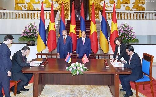 Thủ tướng Nguyễn Xuân Phúc hội đàm với Thủ tướng Cộng hòa Armenia