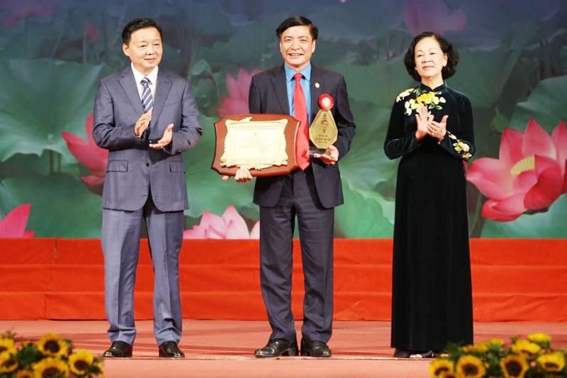 Chủ tịch Tổng Liên đoàn Bùi Văn Cường vinh dự nhận Giải thưởng Nguyễn Văn Linh