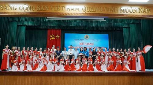 Liên đoàn Lao động quận Long Biên: Bế giảng lớp hạt nhân văn hóa cơ sở