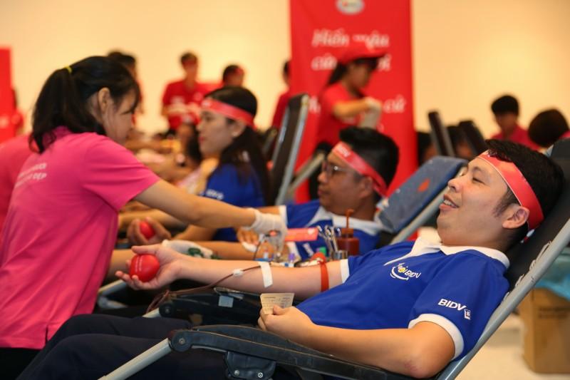"""Chia sẻ cùng cộng đồng qua chương trình hiến máu tình nguyện """"Hành trình đỏ"""""""
