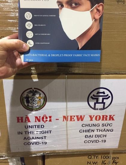 2 tấn khẩu trang quà tặng của thành phố Hà Nội đã đến thành phố New York