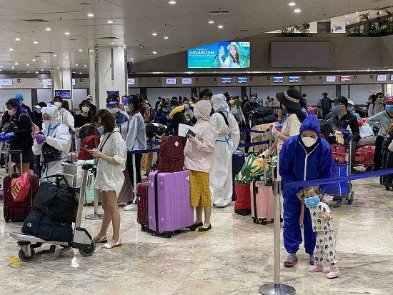 Thêm 240 công dân Việt Nam từ Philippines được đưa về nước an toàn