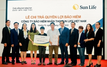 Sun Life Việt Nam chi trả quyền lợi bảo hiểm cho khách hàng tại Quảng Trị
