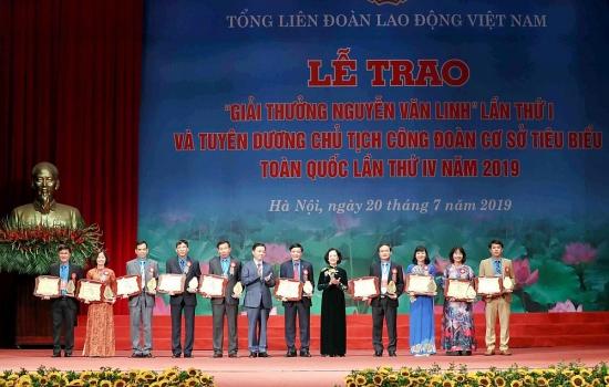 10 cán bộ công đoàn tiêu biểu xuất sắc được trao Giải thưởng Nguyễn Văn Linh lần thứ hai