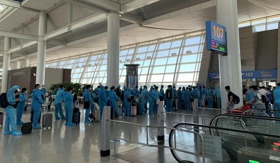 Tiếp tục các chuyến bay đưa công dân Việt Nam về nước