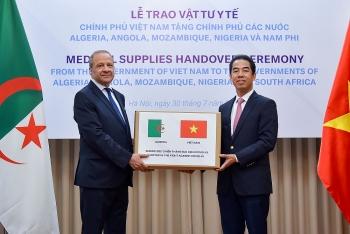Chính phủ Việt Nam trao tặng vật tư y tế hỗ trợ các nước Châu Phi