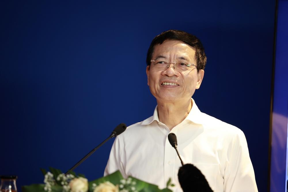 Cán bộ Công đoàn chủ chốt nghe báo cáo về tổ chức và hoạt động Công đoàn Việt Nam trong tình hình mới