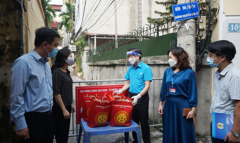 """""""Xe buýt siêu thị 0 đồng"""" tiếp tục đến với đoàn viên, người lao động vùng bị cách ly, phong tỏa"""