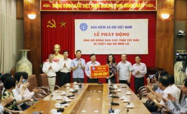 Bảo hiểm xã hội Việt Nam ủng hộ đồng bào vùng mưa lũ 1 tỷ đồng