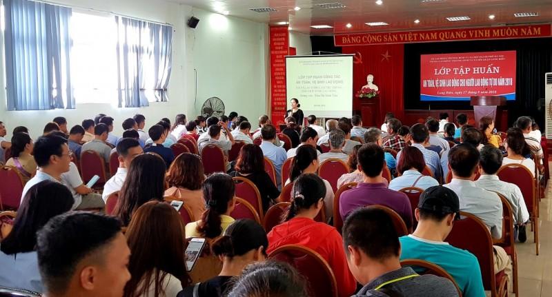Long Biên: Trang bị kiến thức về an toàn lao động cho lao động tự do