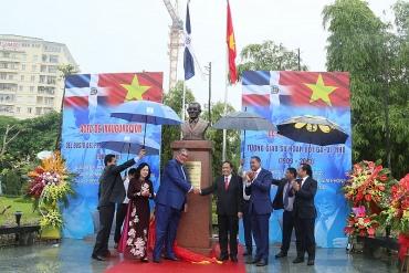 Khánh thành Tượng Giáo sư Hoan-bốt Ga-vi-nhô tại Công viên Hòa Bình