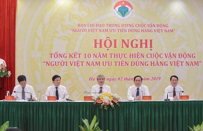 Tiếp tục lan tỏa lòng yêu nước, tự tôn dân tộc qua việc ưu tiên dùng hàng Việt