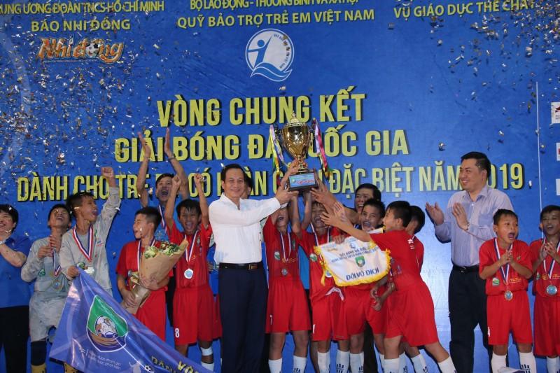 Bế mạc Giải bóng đá dành cho trẻ em có hoàn cảnh đặc biệt năm 2019