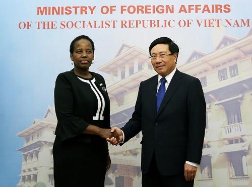 Phó Thủ tướng Phạm Bình Minh hội đàm với Bộ trưởng Ngoại giao Botswana