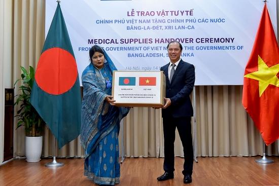Lễ trao vật tư y tế hỗ trợ các nước Bangladesh và Sri Lanka phòng chống dịch Covid-19