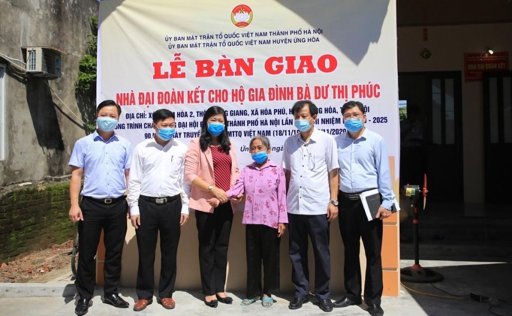 Bàn giao nhà Đại đoàn kết tới hộ nghèo huyện Ứng Hòa