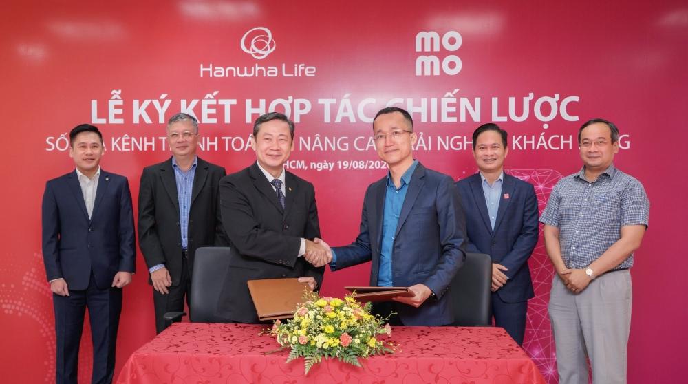 Hanwha Life Việt Nam đẩy mạnh số hóa kênh thanh toán phí bảo hiểm