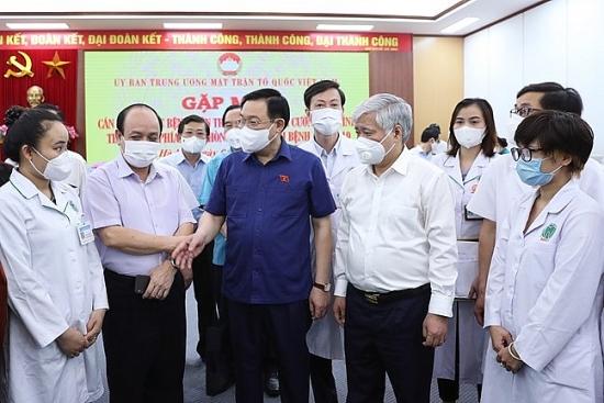 Gần 3.000 y, bác sĩ bệnh viện Trung ương tăng cường vào Nam chống dịch: Mệnh lệnh của trái tim