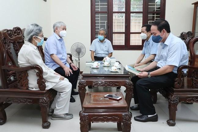Chủ tịch Ủy ban Trung MTTQ Việt Nam Đỗ Văn Chiến dâng hương tưởng nhớ đồng chí Lê Quang Đạo