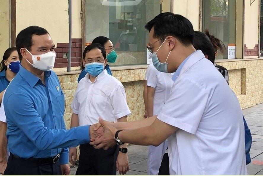 Chi hỗ trợ dinh dưỡng cho đội ngũ y tế tăng cường chống dịch tại 19 tỉnh, thành phố phía Nam