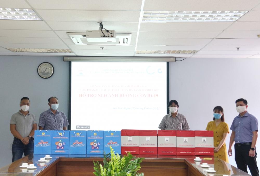 Trao 304 suất quà hỗ trợ đoàn viên, người lao động Tổng Công ty UDIC bị ảnh hưởng bởi dịch bệnh