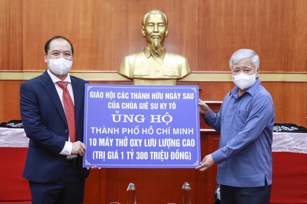 Tiếp nhận 10 máy thở trị giá 1,3 tỷ đồng hỗ trợ thành phố Hồ Chí Minh chống dịch