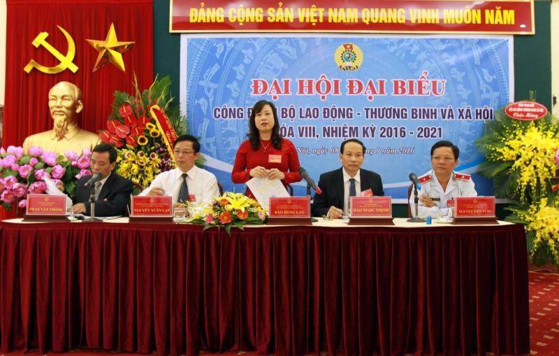 cong doan bo ldtbxh duoc tang huan chuong lao dong hang ba