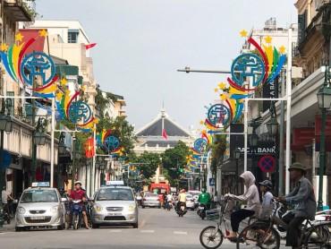 Phố phường Hà Nội rực rỡ cờ hoa chào mừng Quốc khánh