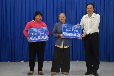 Trao kinh phí xây nhà Đại đoàn kết tới hộ nghèo Tây Ninh