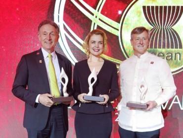 """Prudential châu Á vinh dự nhận giải thưởng """"FRIEND OF ASEAN"""""""