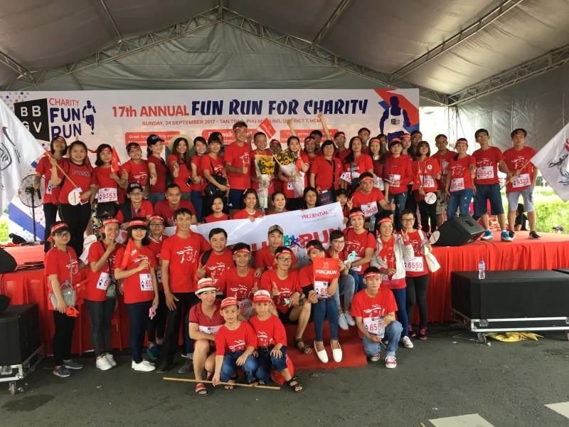 Hơn 300 nhân viên Prudential chạy bộ gây quỹ từ thiện