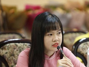 Cô giáo trẻ với sáng kiến áo phao phòng chống đuối nước tự chế