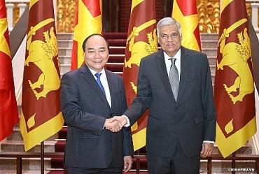 Thủ tướng Nguyễn Xuân Phúc tiếp Thủ tướng Xri Lan-ca bên lề WEF ASEAN