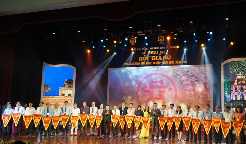 373 nha giao giao duc nghe nghiep tham du hoi giang toan quoc nam 2018