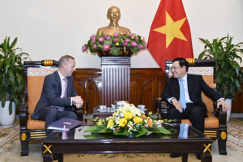 Phó Thủ tướng, Bộ trưởng Ngoại giao Phạm Bình Minhtiếp Đại sứ Anh