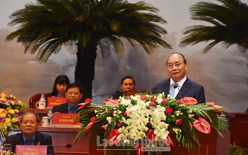 Thủ tướng Chính phủ gặp gỡ, thảo luận với đại biểu dự Đại hội XII Công đoàn Việt Nam