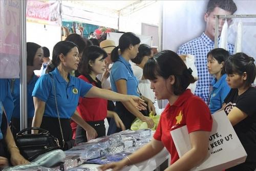 """Hàng ngàn công nhân tham dự """"Ngày hội công nhân – Phiên chợ nghĩa tình"""""""